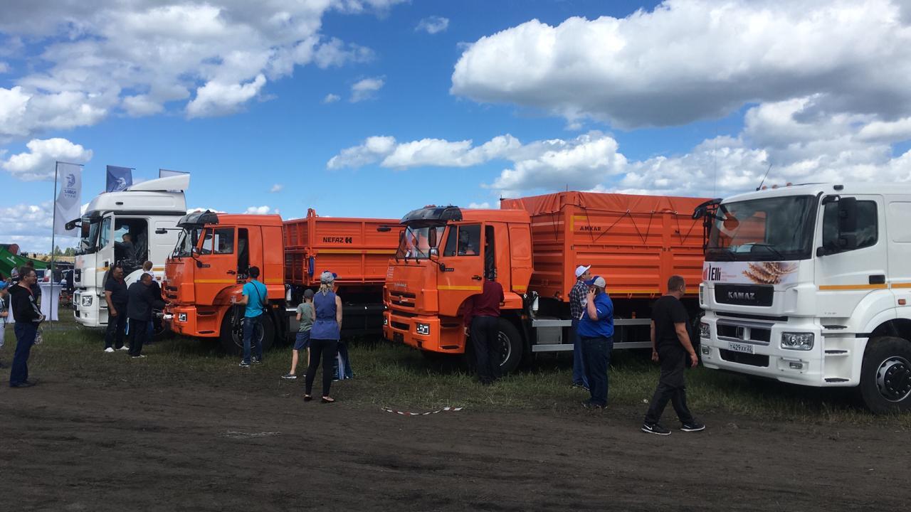 Автотехника КАМАЗ на агропромышленном форуме
