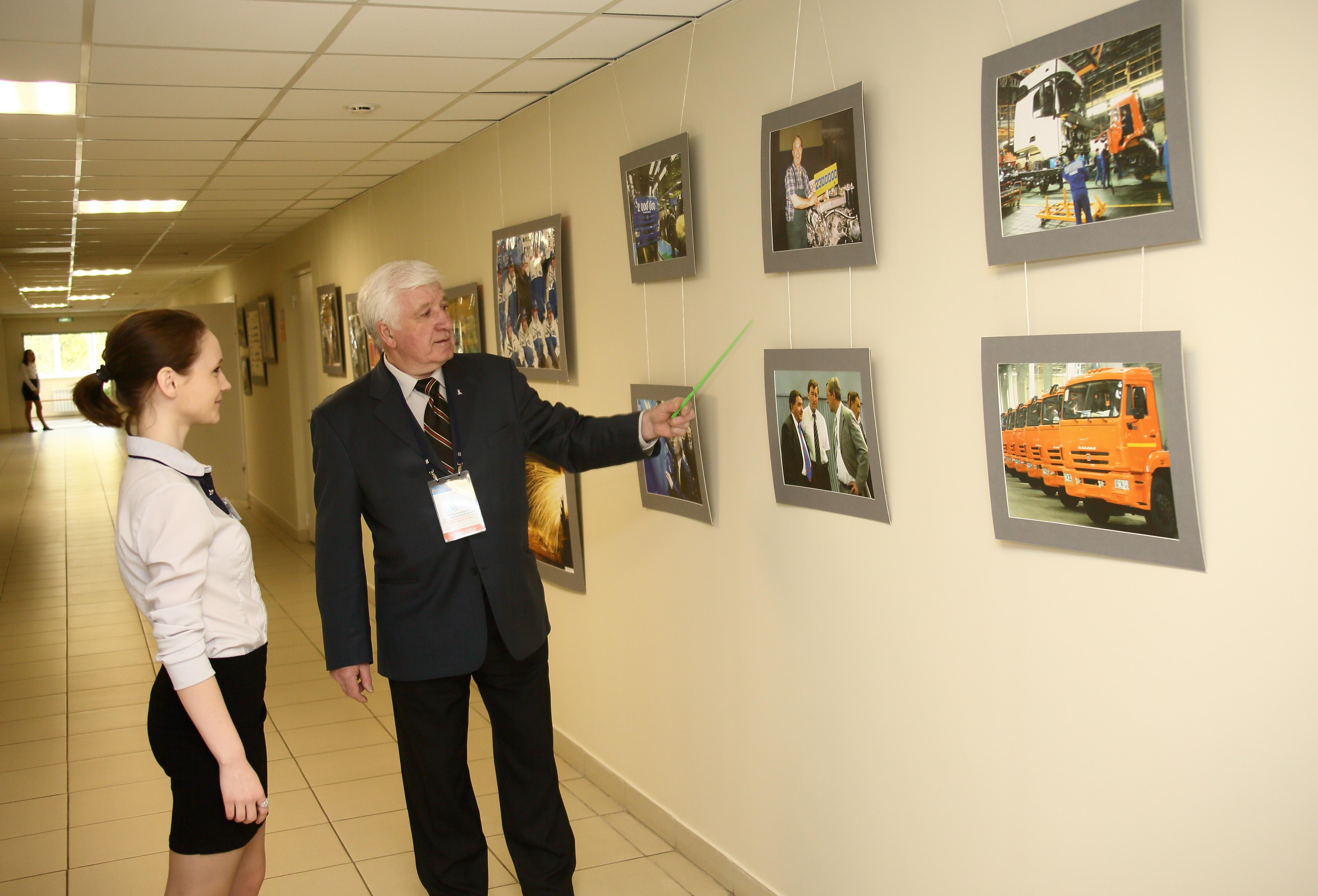 Фотовыставку к юбилею «КАМАЗа» увидят школьники