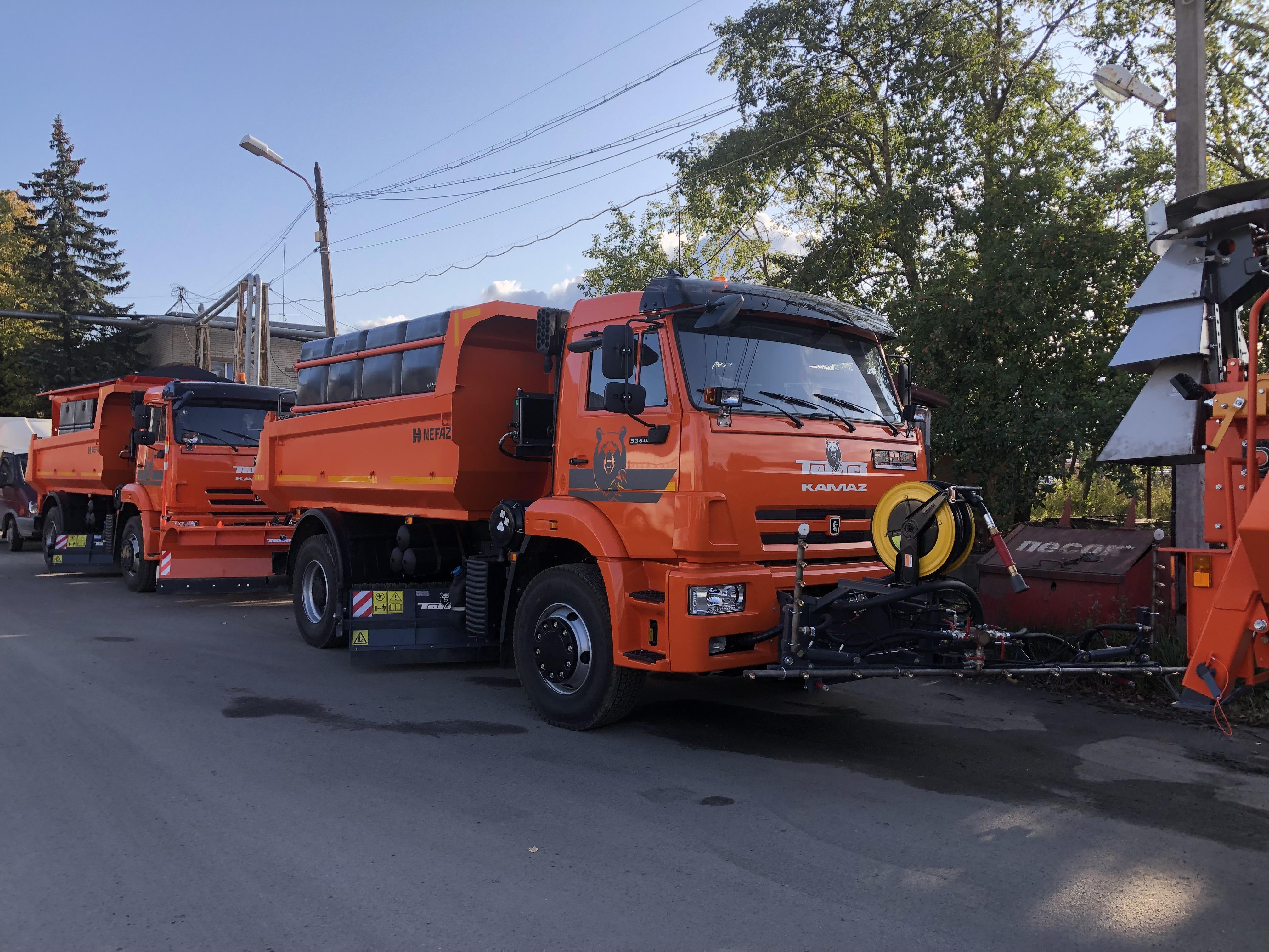 Коммунальная автотехника для Санкт-Петербурга