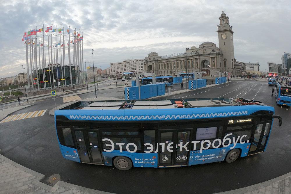 Электробусы КАМАЗ на площади Киевского вокзала