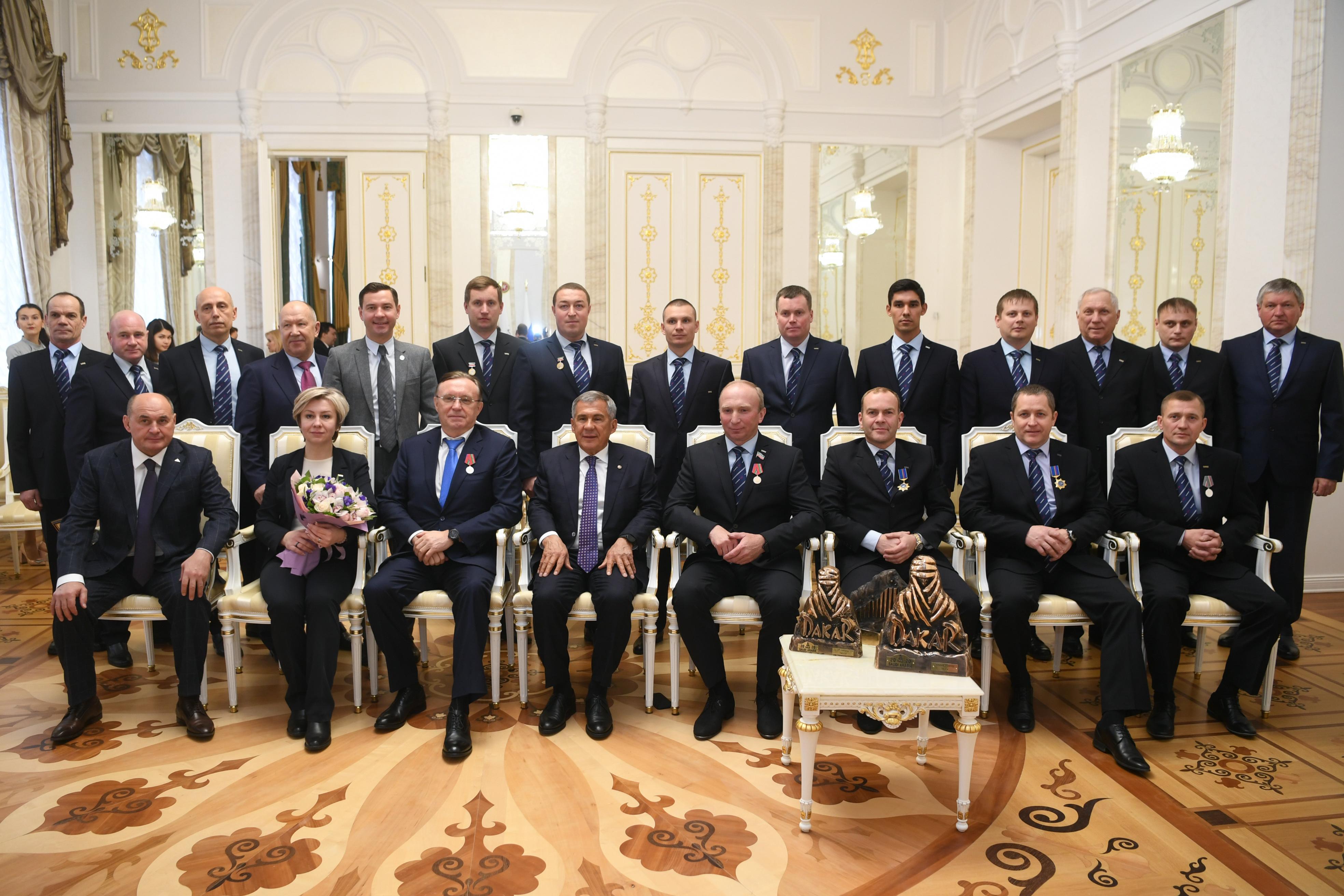Президент Татарстана наградил команду «КАМАЗ-мастер»