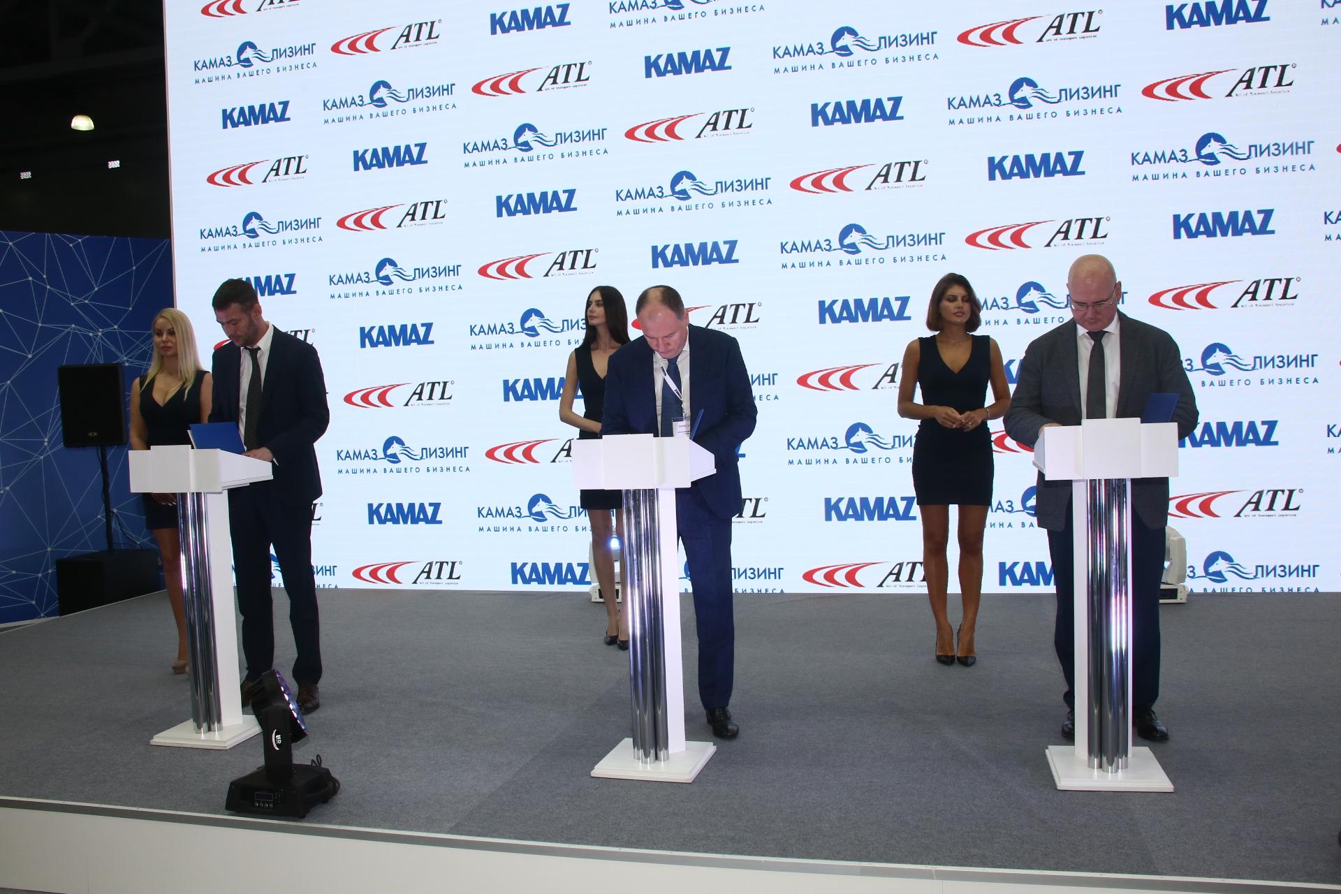 «КАМАЗ» поставит 150 тягачей грузоперевозчику из Санкт-Петербурга