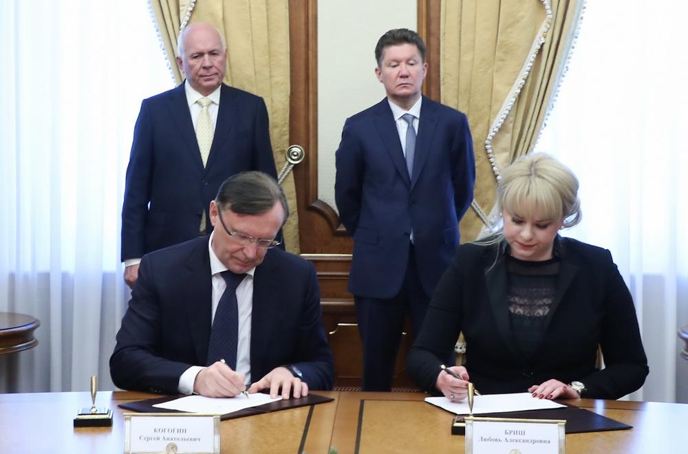 ПАО «КАМАЗ» и ООО «Газпром газэнергосеть гелий» подписали Дорожную карту по серийному выпуску монотопливных тягачей для транспортировки гелия в ИЗО-контейнерах