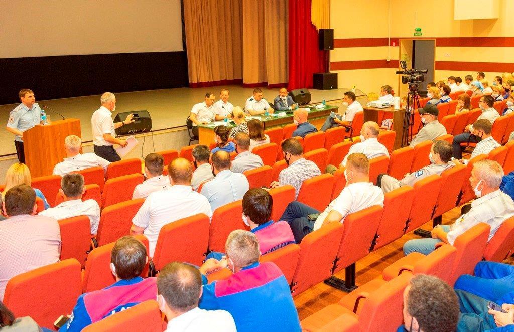 Встреча трудового коллектива с представителями правоохранительных органов