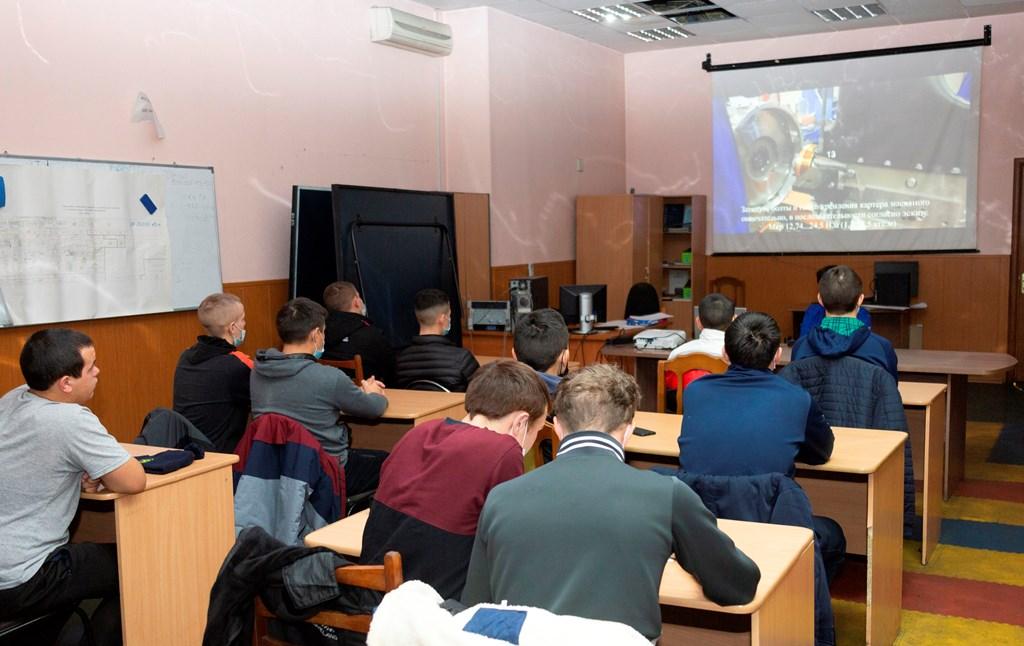 На заводе двигателей «КАМАЗа» внедрили видеоинструкции