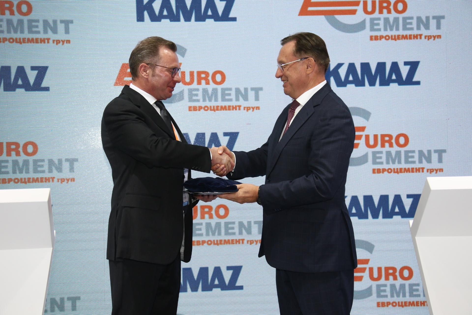 Первый КАМАЗ на СПГ для «ЕВРОЦЕМЕНТ груп»
