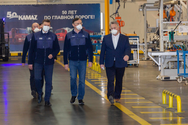 Генеральный директор «КАМАЗа» посетил завод двигателей