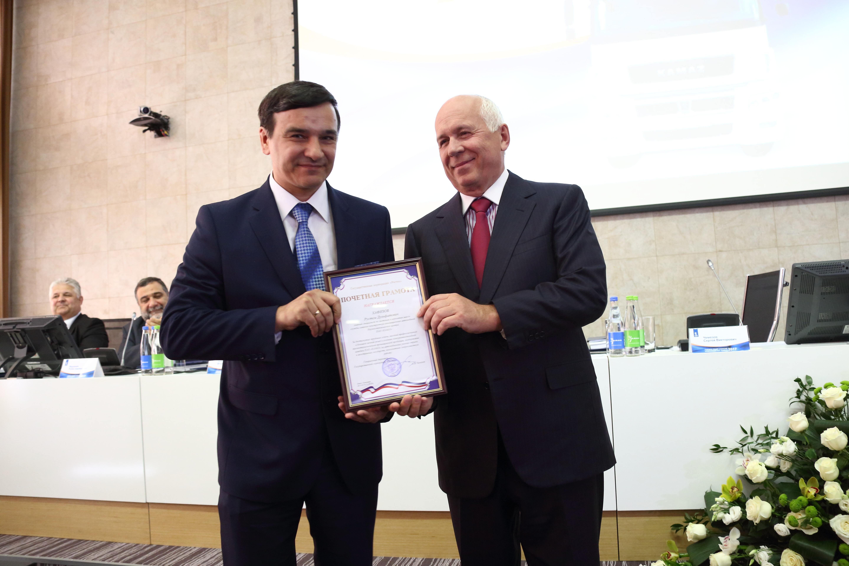 Сергей Чемезов наградил сотрудников «КАМАЗа»