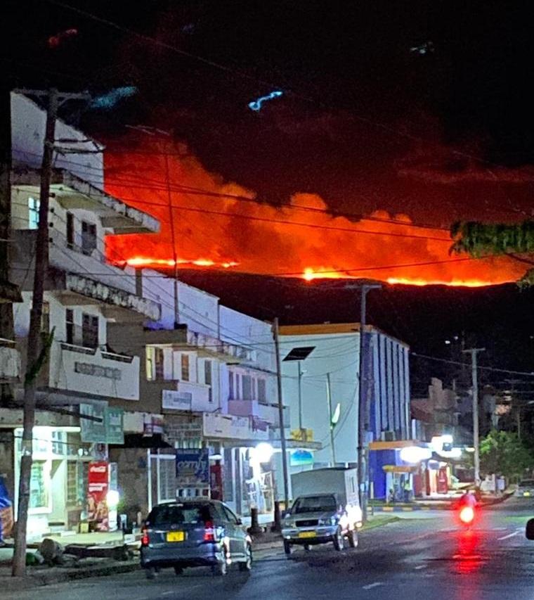 Автотехника КАМАЗ участвует в тушении пожаров на Килиманджаро