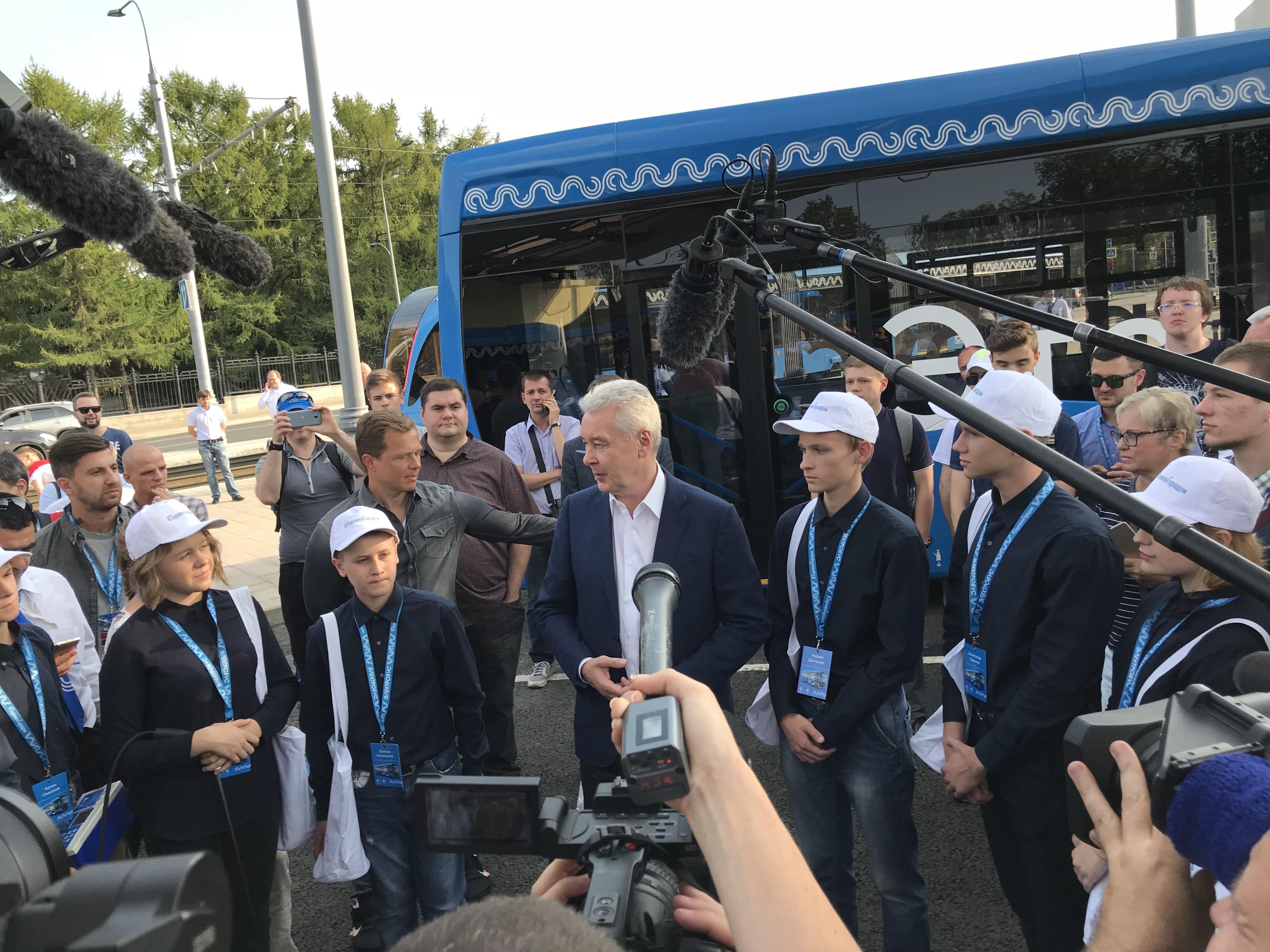 Электробусы КАМАЗ на улицах Москвы
