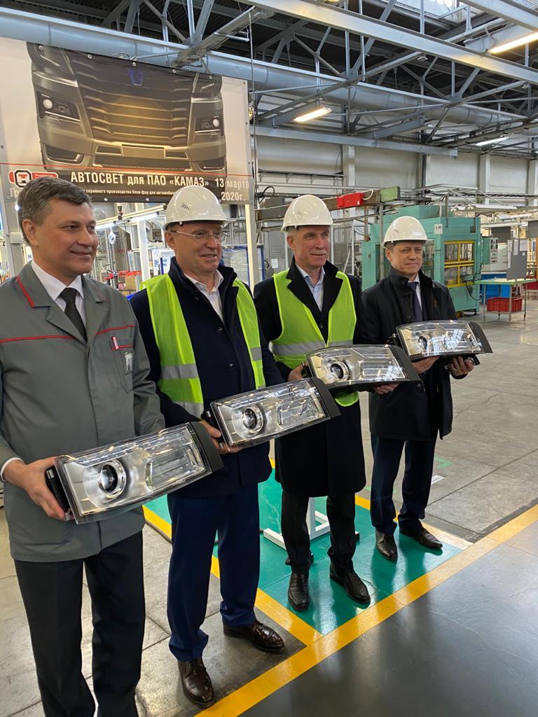 В Группе ОАТ запустили серийное производство блок-фар для автомобилей КАМАЗ-54901