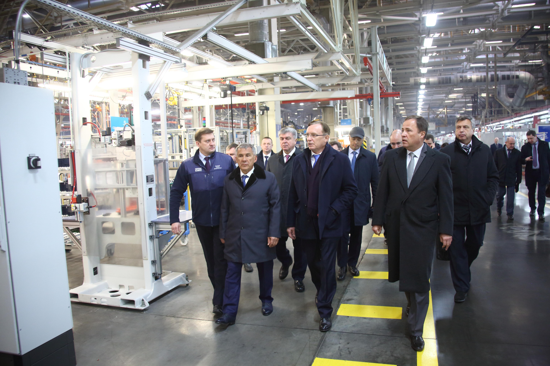 Полпред Игорь Комаров и президент Татарстана посетили «КАМАЗ»