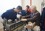 ANOTHER MASTER-CLASS FOR ENGINE MECHANICS